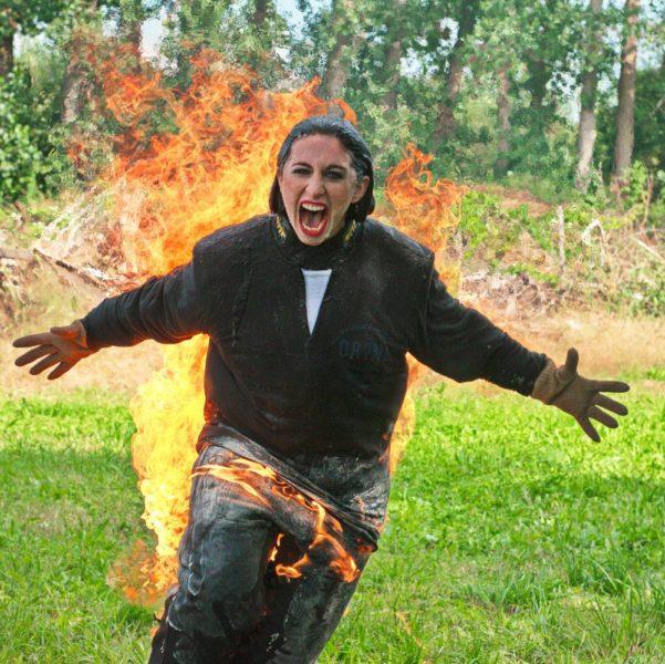 Schauspielerin Bernadette Kizik wagte einen gefährlichen Body Burn (Foto Walter Lenauer)