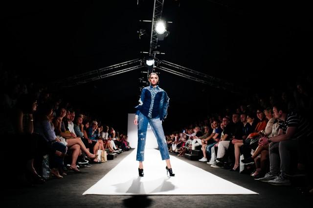 DISCOVER heißt die aktuelle Kollektion des Designers Juan Carlos Gordillo, die er auf der MQVFW 2018 zeigte (Foto Lenzing)