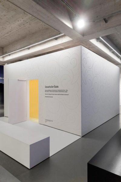 """Das Designerduo Stefan Sagmeister und Jessica Walsh inszenierten in enger Zusammenarbeit mit Swarovski den """"Sensory Room"""", eine sinnliche Rauminstallation im Rahmen der Ausstellung """"Sagmeister & Walsh: Beauty"""" im MAK, Wien (Foto Marcella Ruiz-Cruz)"""