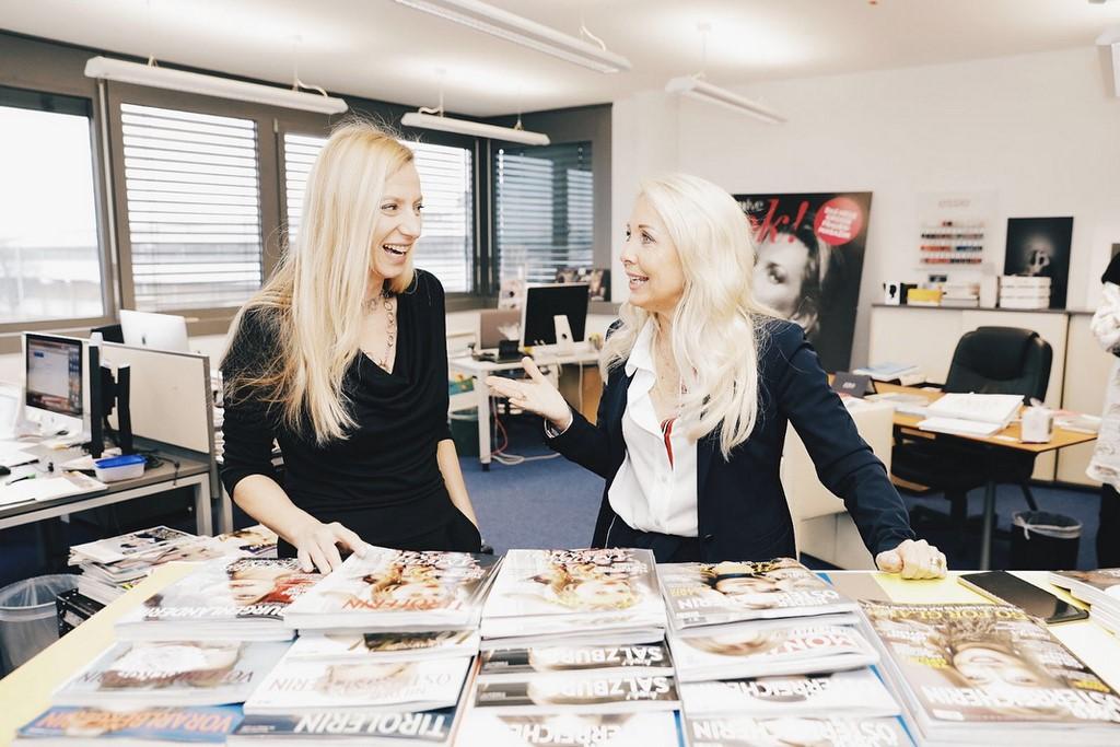 Zwei sympathische und erfolgreiche Frauen: Medienfachfrau Uschi Fellner mit Bundesministerin Juliane Bogner-Strauss (Foto privat)