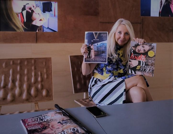 """Die erfahrene und erfolgreiche Medienfachfrau Uschi Fellner mit ihrem erfolgreichen Magazin """"look!"""" und dem neuen """"Very Vienna Welcome"""" (Foto Hedi Grager)"""
