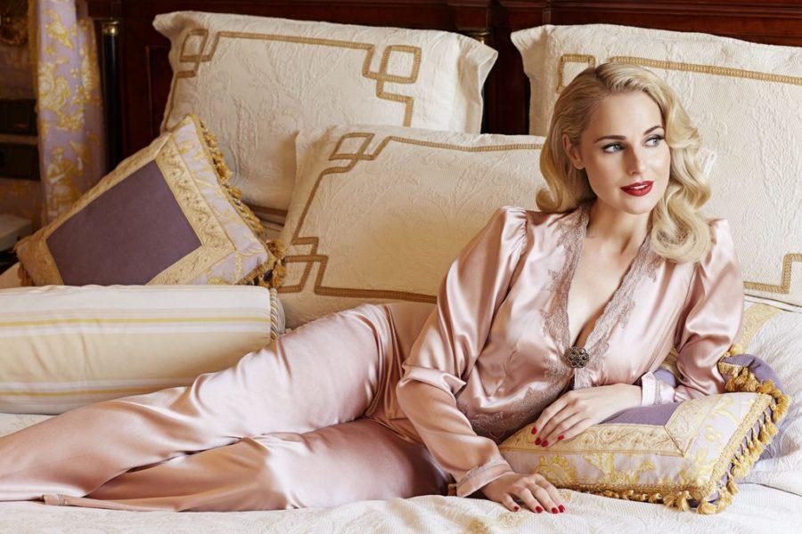 """""""Mich fasziniert die Kombination von aktueller Mode mit dem Retro-Stil der 40er- und 50er-Jahre Couture"""", so Silvia Schneider, hier im Jeannie's Pajamas (Foto Marcel Gonzalez-Ortiz)"""