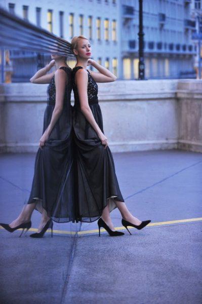 Stephanie Kaiser ist ein erfolgreiches Model, das ihre Bodenständigkeit nie verloren hat. Am Foto in einem Kleid von Sabine Karner (Foto privat)