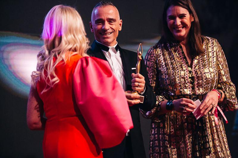 """Erstmals wurde auch ein Mann ausgezeichnet: Weltstar Eros Ramazzotti wurde mit dem ersten ,,Man of the year Award"""" geehrt (Foto Philipp Lipiarski)"""