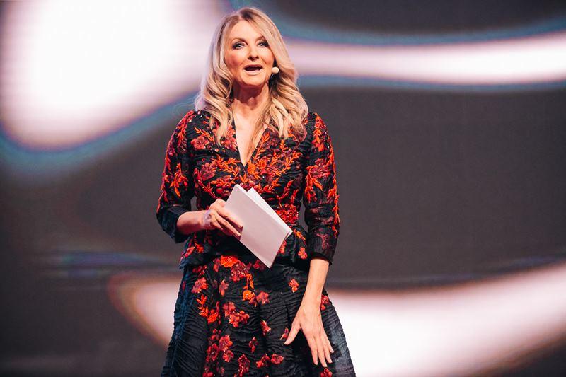 Frauke Ludowig führte in einer Robe der steirischen Designerin Eva Poleschinski wieder sehr charmant durch den Abend (Foto Philipp Lipiarski)