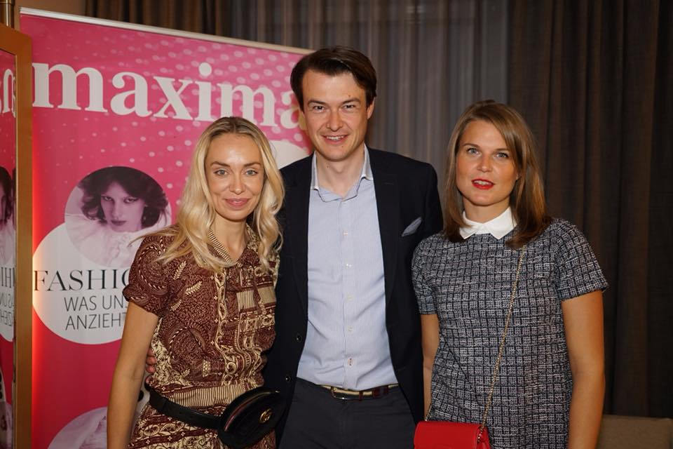 "Liliana Klein mit ihrem Kooperationspartner ""maxima"" - am Foto mit Michael Brugger, Leitung Marketing und Key Account Management RG Verlag, und Elisabeth Nunner, Elisabeth Nunner, Senior Marketing & Key Account Managerin RG Verlag (Foto privat)"