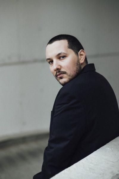 Für einen Film, den Mario Canedo in Israel und Deutschland spielte, schnitt er sich seine Haare kurz (Foto Zaucke Photography)