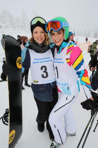 Siegerin im Riesentorlauf Comedienne und Schauspielerin Sigrid Spörk, Miss Vienna 2016 Kimderly Budinsky wurde Zweite. (Foto Conny de Beauclair)