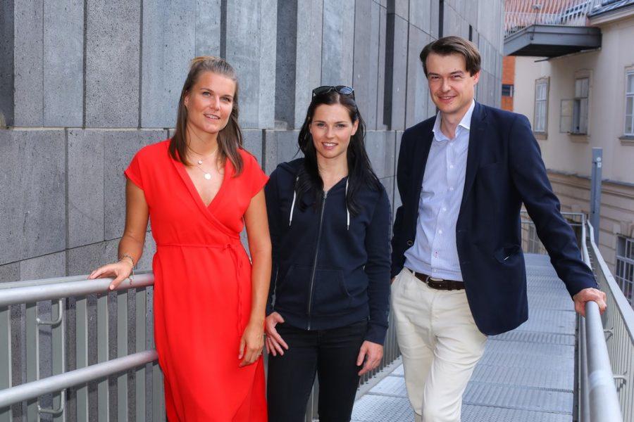 Gemeinsam mit Ski-Olympiasiegerin Anna Veith startete maxima im Vorjahr eine gemeinsame Aktion zum Thema Selbstbestimmung. Elisabeth Nunner, RG Verlag, Olympia-Siegerin Anna Veith und Michael Brugger, Marketingleiter RG-Verlag ((c) RG-Verlag Fellner)