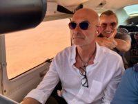 Während ihres Namibia-Urlaubes steuerte Gabor Rose das Flugzeug auch mal selbst (Foto privat)