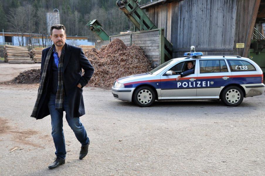 Schauspieler Hary Prinz mag seine Rolle als Polizist Sascha Bergmann. (Foto Reinhard A. Sudy)