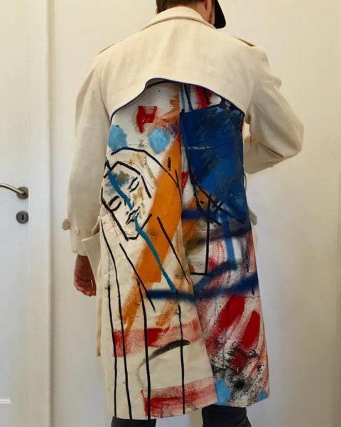 Viel Beachtung wurde dem Mantel des Künstlers Alessandro Painsi geschenkt, den er selbst bemalt hatte (Foto privat)