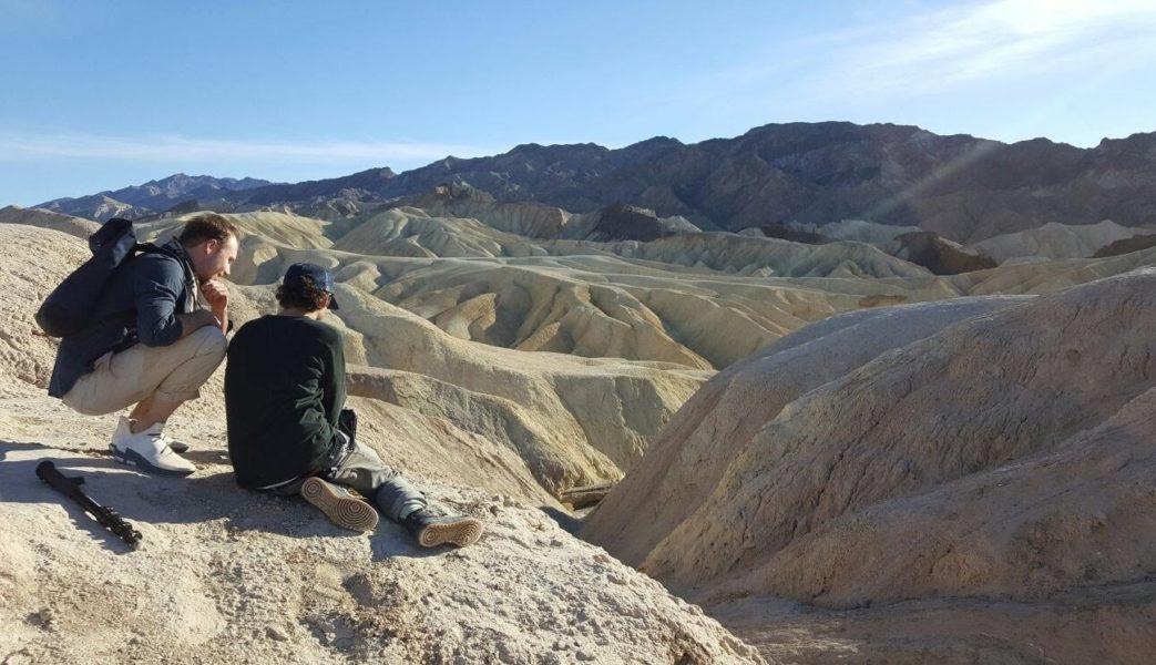 Making Of-Perspektive vom Dreh des Videos zu MARS in Kalifornien. Im Bild Musiker Victor Bensmann und Musikvideoregisseur Antonin B. Pevny (Foto ALLES SOLAR))