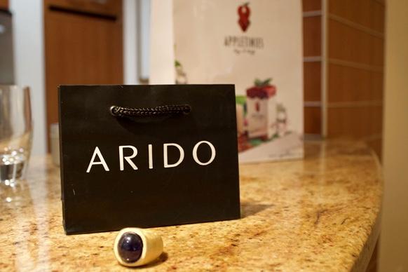 Eine wunderbare Partnerschaft: ARIDO, exklusivster Schmuck mit Edelsteinen von höchster Qualität, und steirische köstliche APPLETINIES (Foto APPLETINIES)
