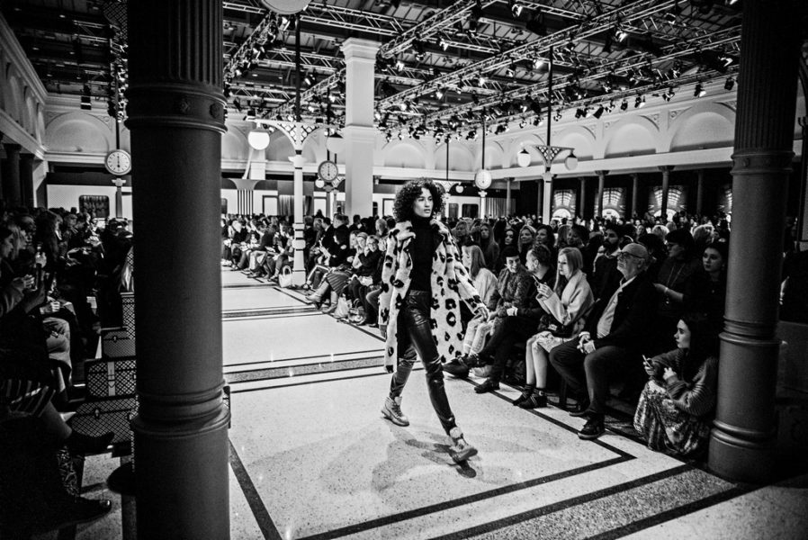 """Meet you at the train station"" – war das Motto der Marc Cain Fashion Show in Berlin (Foto Marc Cain)"