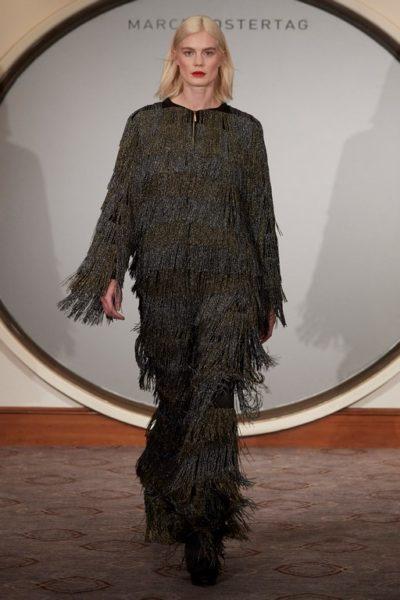 Marcel Ostertag lässt die Womenswear mit der Menswear verschmelzen und kreiert somit einen modernen, zeitlosen Look (Foto Getty Images)
