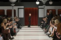 """Meet you at the train station"" – war das Motto der Marc Cain Fashion Show in Berlin (Foto Getty Images for Marc Cain)"