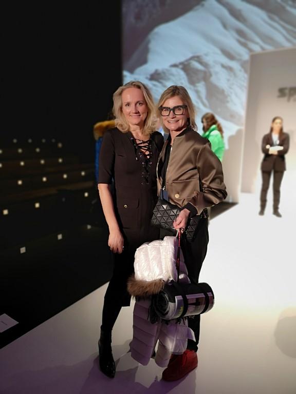"""Journalistin und Bloggerin Hedi Grager traf nach der Show auf eine strahlende SPORTALM-Chefin. """"Ich bin einfach nur glücklich, dass alles so gut gegangen ist und wir wieder eine tolle Show abgeliefert haben,"""" so Ulli Ehrlich. (Foto privat)"""
