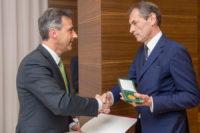 Verleihung des Ehrenzeichen der Stadt Graz: Bürgermeister Siegfried Nagl und Fotograf Christian Jungwirth (Foto Stadt Graz/Fischer)