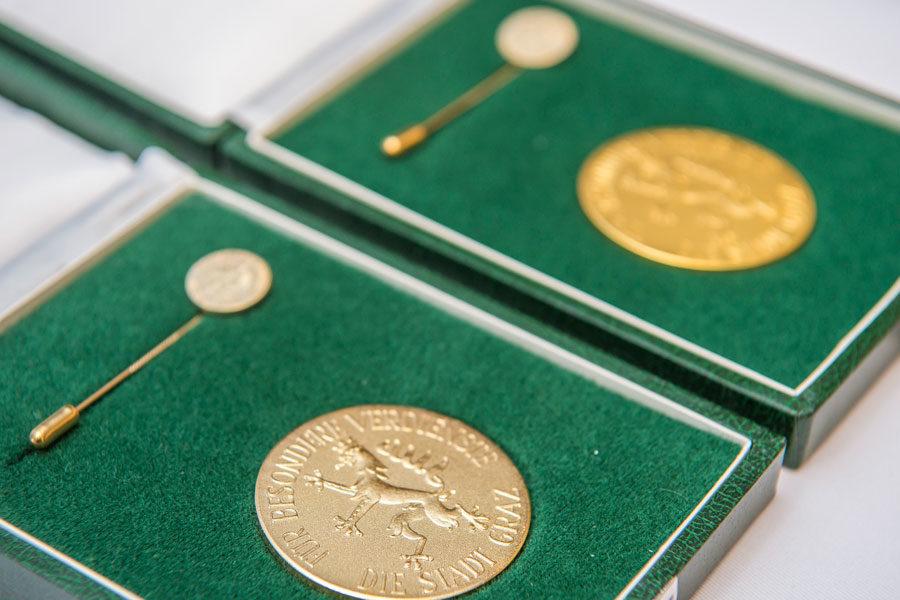 Das Goldene Ehrenzeichen der Stadt Graz (Foto Stadt Graz/Fischer)