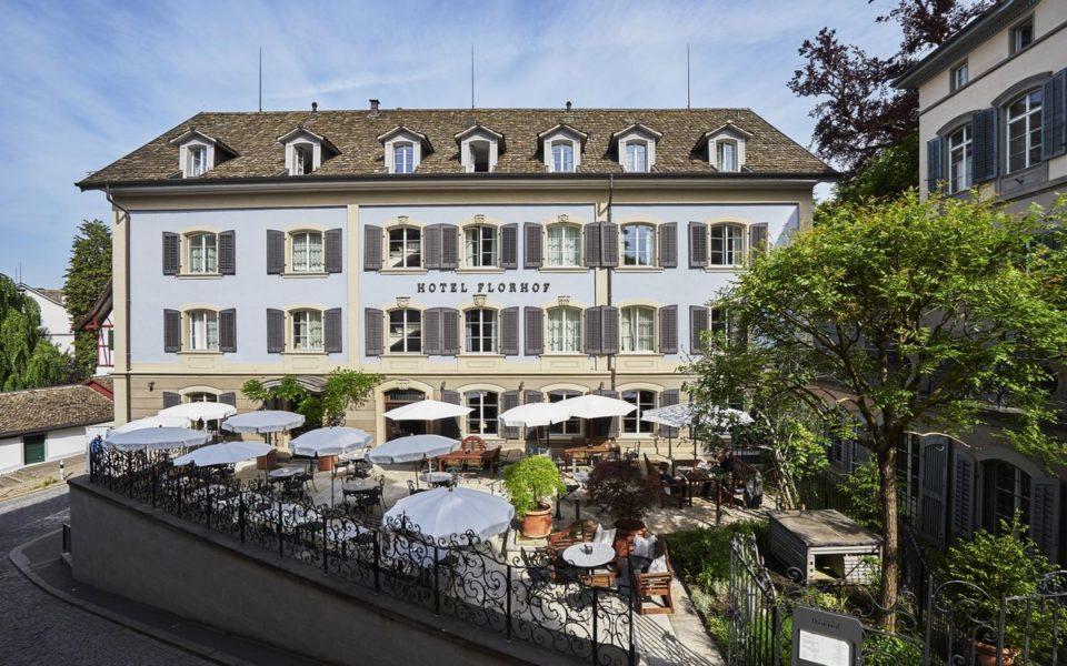 Das 3-Sterne Hotel Florhof bietet eine Bibliothek, einen Tennisplatz und einen Golfplatz. Es wurde 1546 eröffnet und im Jahre 1999 einer kompletten Renovierung unterzogen. (Foto Hotel Florhof)