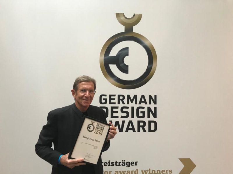 """Der Grazer Designer und Juwelier SCHULLIN freut sich über die Auszeichnung seines Imagefilms """"Bring Your Time"""" als Winner in der Kategorie """"Excellence Communications Design – Audiovisual"""". (Foto Schullin)"""