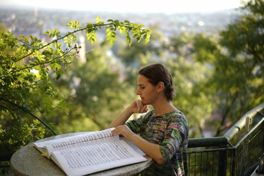 """Oksana Lyniv freut sich über viele Anfragen prominenter Häuser aus Deutschland, Frankreich, der Schweiz oder England. """"Von diesen Häusern angefragt zu werden, ist ein absoluter Traum"""", so die erfolgreiche Dirigentin. (FotoViktor Andriichenko)"""