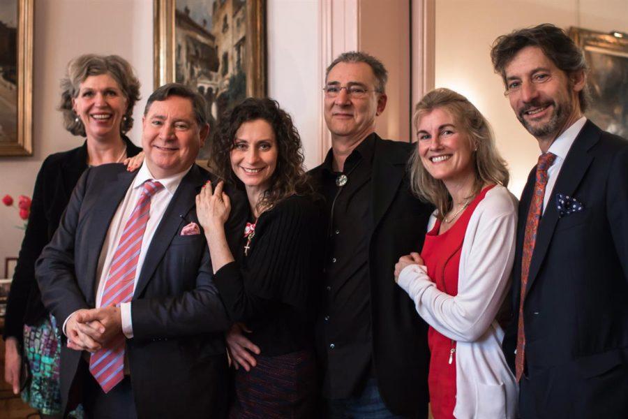 Von links: Schwägerin Hilde van Halm, Bruder Evert Douwes, Pia Douwes, Bruder Erick Douwes, Schwägerin Jeanneke Douwes und Bruder Peter Douwes (Foto Klok Media)