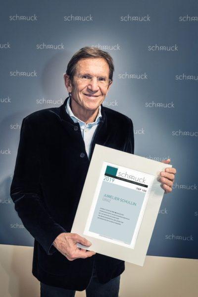 """Juwelier Hans Schullin freut sich über die Auszeichnung """"Top100"""" (Foto Daniel Reiter/Meth Media)"""