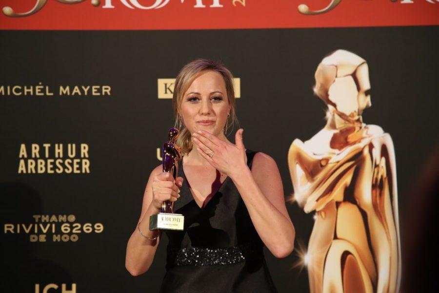 Neu wurde heuer der Publikumsliebling in der Kategorie Sport ausgezeichnet und Alina Zellhofer konnte die ROMY mit nach Hause nehmen. (Foto KURIER)
