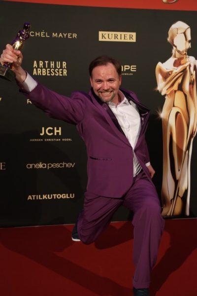 """Thomas Stipsits wurde für""""Love-Machine"""" & """"Geschenkt"""" als Beliebtester Schauspieler Kino/TV-Film geehrt. (Foto KURIER)"""