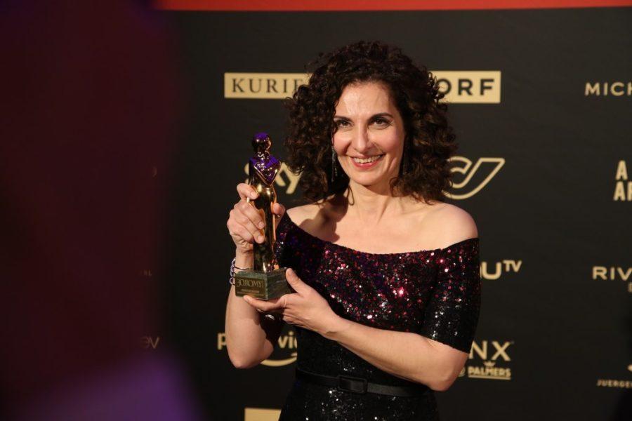 """Die KURIER ROMY® für die Beliebteste Schauspielerin Serie/Reihe ging an Proschat Madani (""""Walking on Sunshine""""). (Foto KURIER)"""