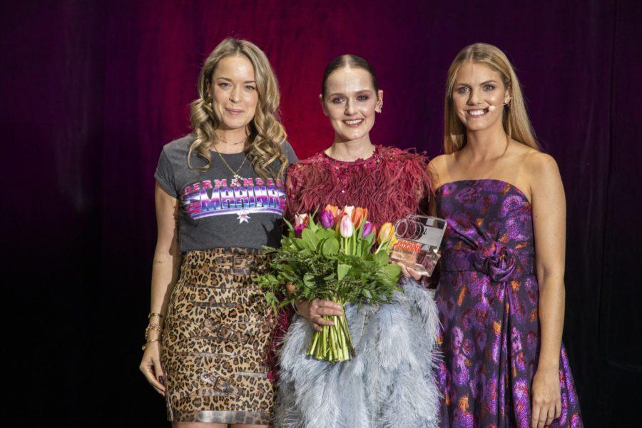 Marina Hoermanseder hielt die Laudatio für Eva Poleschinski, die den Design Award erhielt. Im Bild mit Moderatorin Viviane Geppert (re). (Foto Johannes Kernmayer)