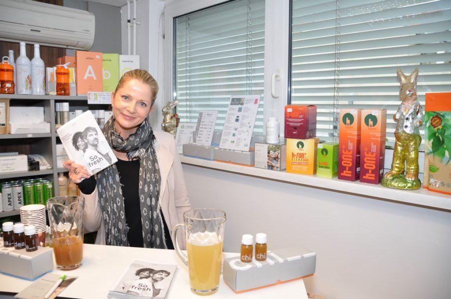 Ringana-Expertin Manuela Jocher informierte im Rahmen 10 Jahre power&health by Sabine Dunkler über die steirischen Produkte. (Foto Reinhard A. Sudy)