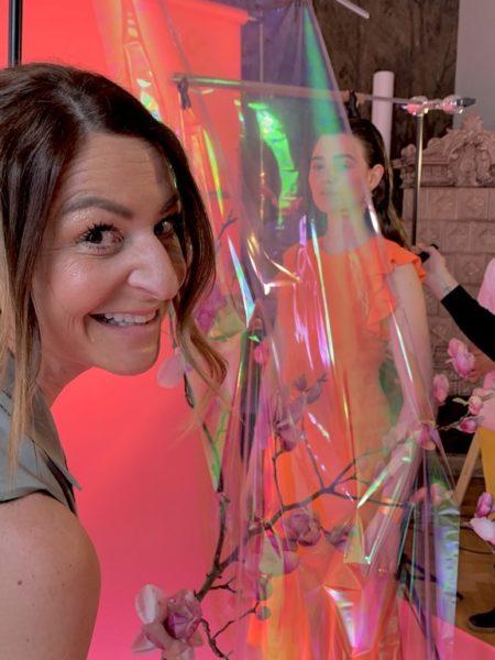 Elisabeth Böck suchte die Outfits für das Shooting im Modehaus Brühl aus und sorgte für ein perfektes Styling (Foto AIOLA)