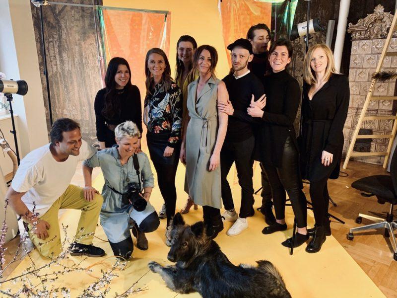 Das großartige Team rund um Judith Schwarz beim Shooting für die 2. Ausgabe des Aiola Living Magazins, das im Mai erscheint. (Foto AIOLA)