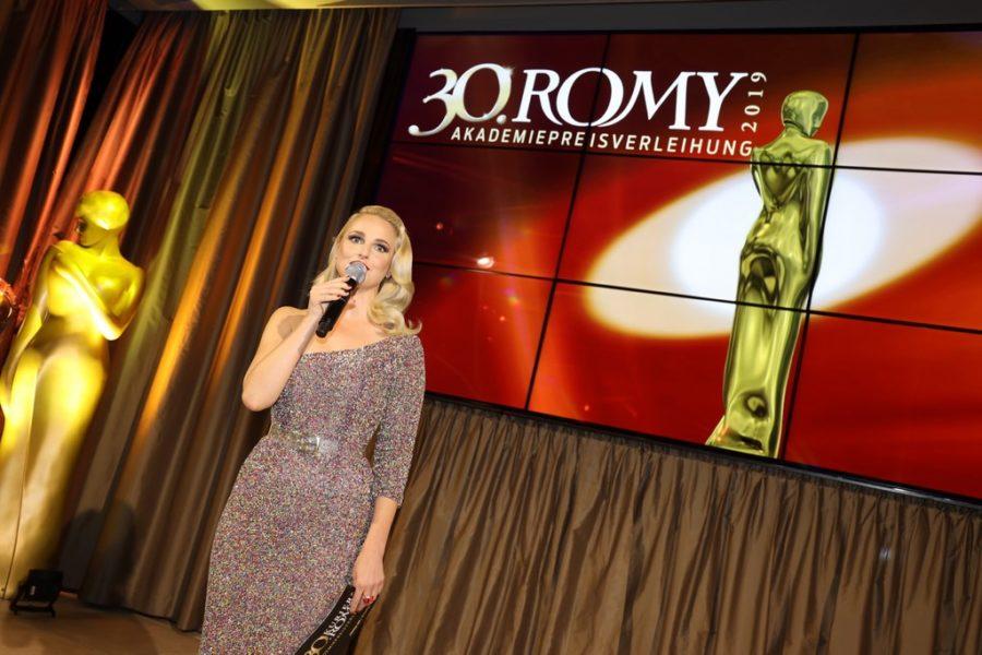 Die bekannte Moderatorin führte gekonnt wie immer durch den Abend der ROMY Akademiepreisverleihung. (Copyright Karl Schöndorfer TOPPRESS)
