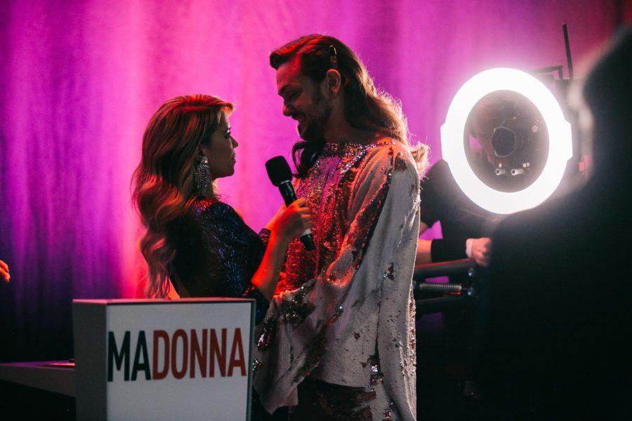 """Sylvie Meis hielt die Laudatio für ihren Freund Riccardo Simonetti, der für sein soziales Engagement für """"Jugend gegen Aids"""" geehrt wurde. (Foto Moni Fellner)"""