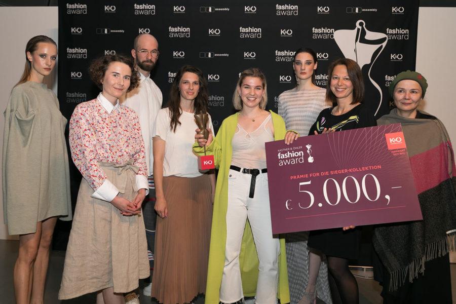 Verleihung des K&Ö Fashion Awards: Model, Elisabeth Papst, Michael Steingruber, Alena Hotter, Award-Gewinnerin Christina Seewald, Model, Andrea Krobath und Karin Wintscher-Zinganel. (Foto Stephan Friesinger)