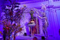 Burlesque-Performerin Kalinka Kalaschnikow sowie internationale Künstler aus London, Prag und Mailand waren die Showacts des Abends. (Foto Alexander Tuma)