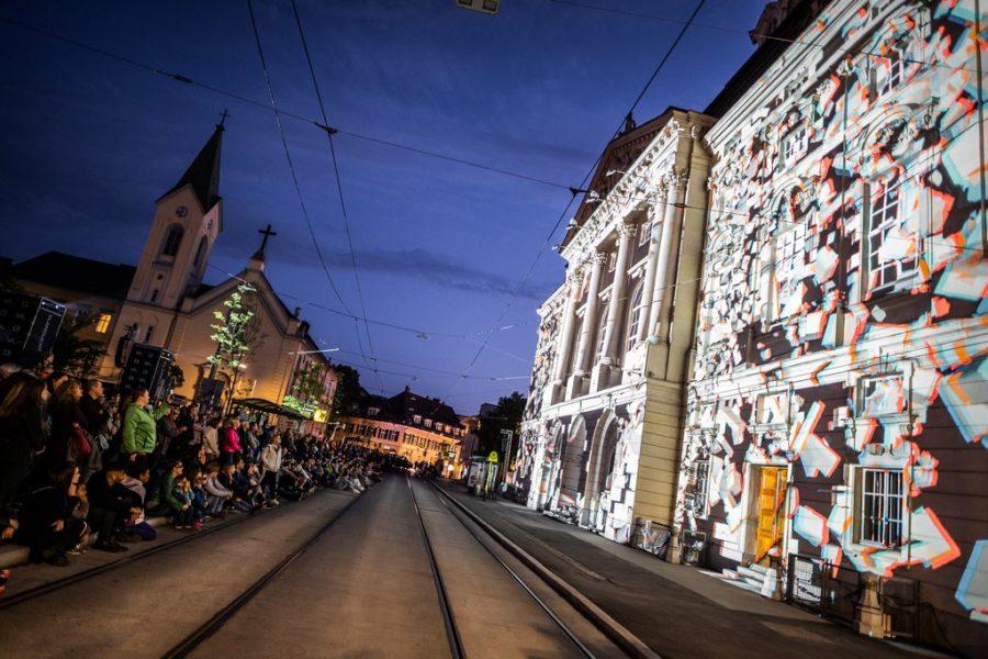 KLANGLICHT 2019: Diplopia von Onionlab am Kaiser-Josef-Platz (Foto Alex Koch)