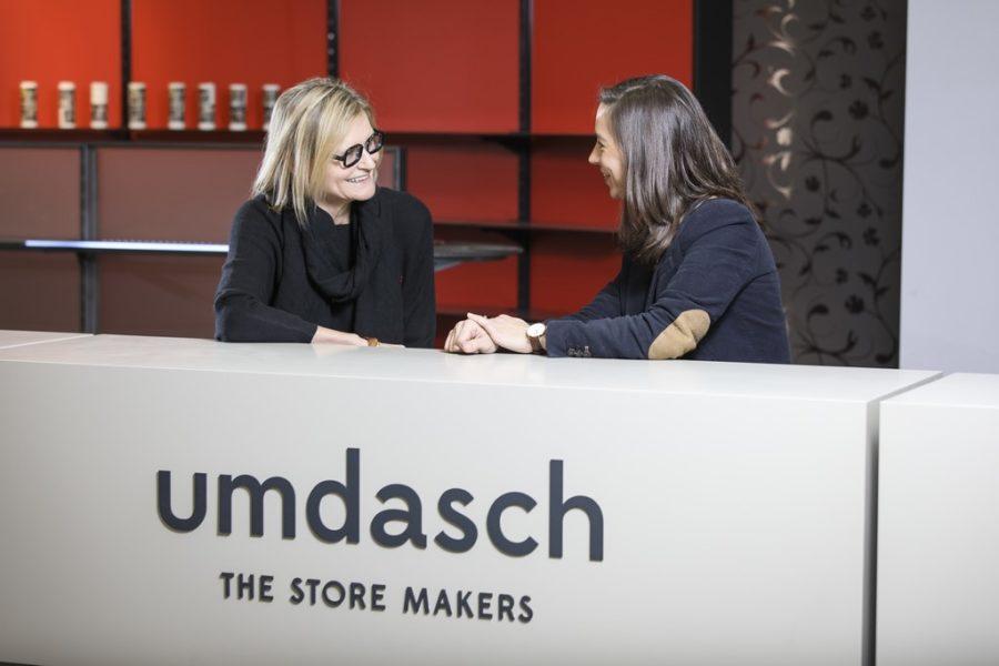 """Als Führungskraft pflegt Michaela Schölnberger den Stilder offenen Tür und einer kooperativenFührung. """"Ich bin eine """"absoluteTeamplayerin"""", erzählt sie Hedi Grager im Gespräch. (Foto Thomas Luef)"""