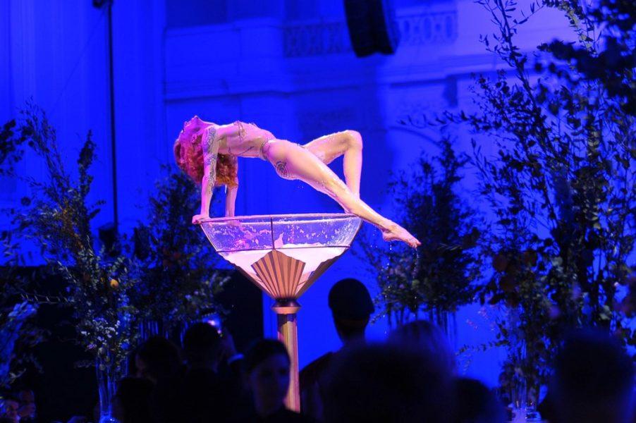 Burlesque-Performerin Kalinka Kalaschnikow sowie internationale Künstler aus London, Prag und Mailand waren die Showacts des Abends. (Foto Philipp Hutter)