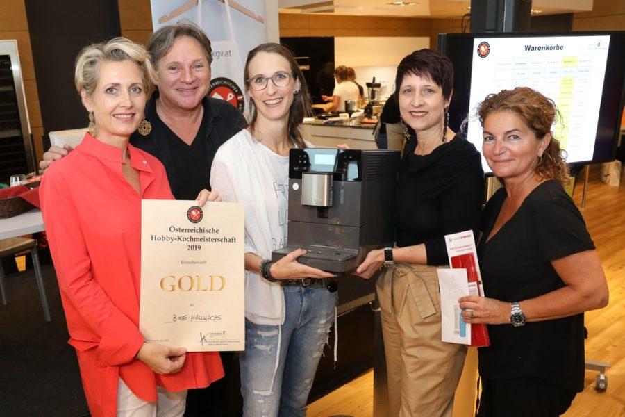 Österreichische Hobby-Kochmeisterschaft 2019: Martina Hohenlohe, Heinz Hanner, Sabine Hallwachs, Petra Ummenberger (Miele) und Michaela Lefor (Foto Katharina Schiffl)