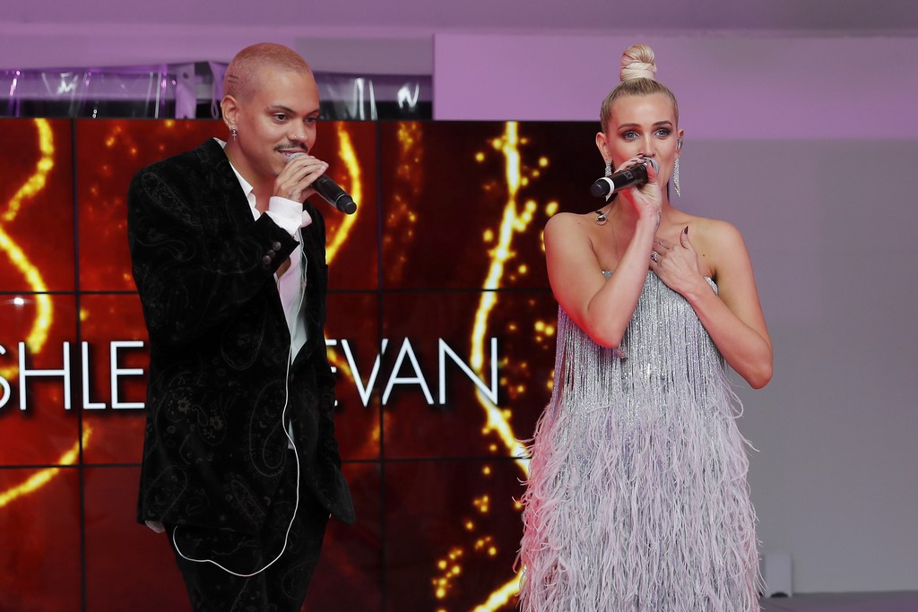 CINÉMOI 'STARS UNITED FOR GOOD' GALA in Cannes: American actors and musicians Evan Ross and Ashlee Simpson (Photo by David M. Benett/Getty Images for Cinemoi)