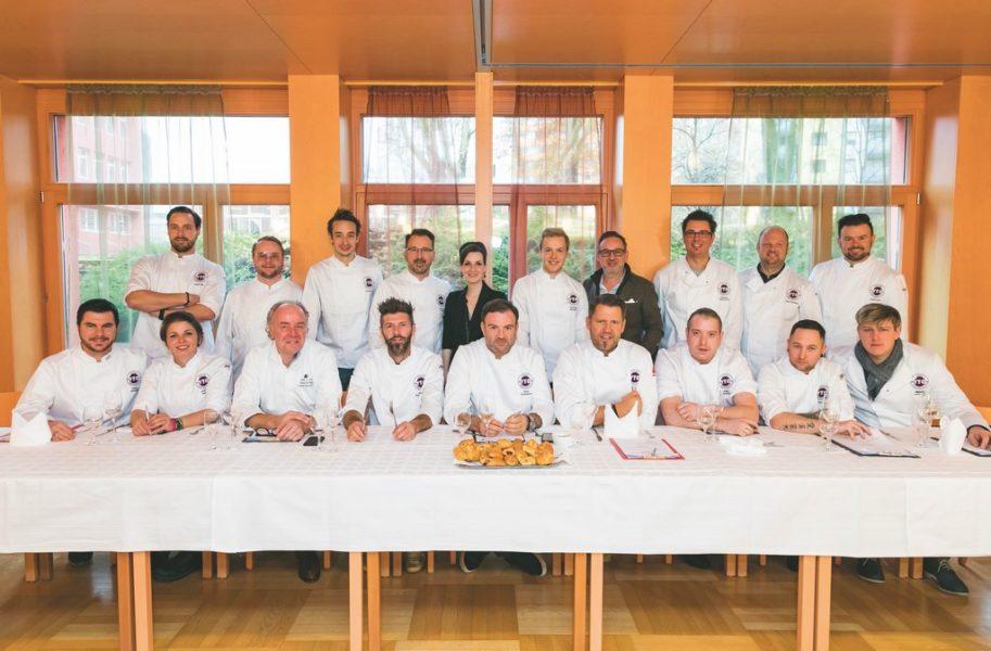 Die gesamte Koch-Jury mit Alexandra Gorsche (Geschäftsführerin Falstaff PROFI) und Heimo Jessenko (Falstaff PROFI).(Foto Werner Krug)