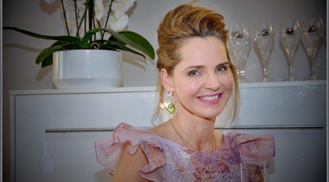 """Susanne Hoffmann: """"Luxuspuppe – Rent a dress"""""""