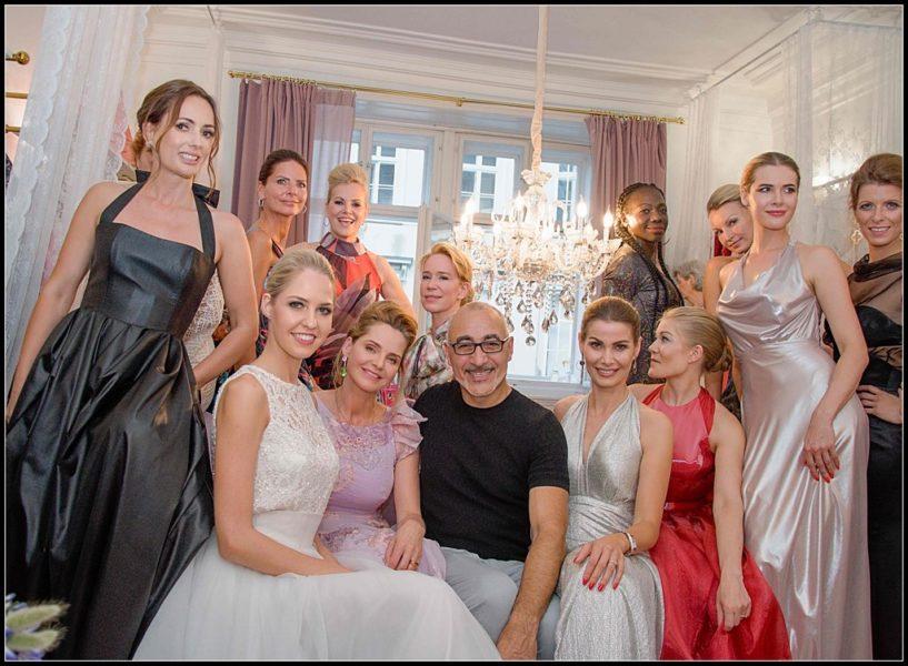 Im Rahmen der Eröffnung des Luxuspuppe Salons zeigte Maurizio Giambra seine diesjährige Spring-Sommer Kollektion. Vorgeführt wurde von den bezaubernden Success Ladies. (Foto Jiri Blazek)