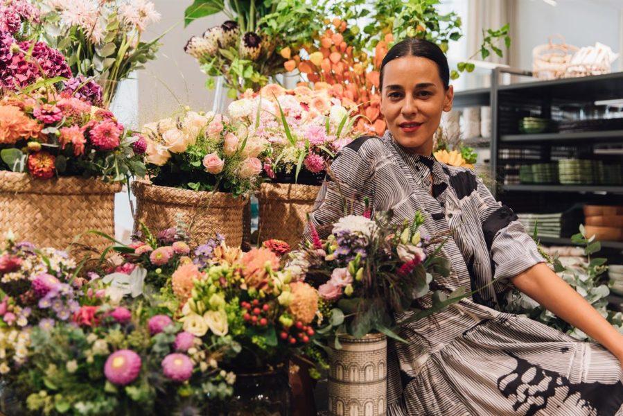 """Edita Malovčić Schauspielerin und Singer/Songwriter: """"Ich liebe es mein Zuhause einzurichten. Daher bin ich gleich in die Home Abteilung von H&M verschwunden."""" (Foto H&M)"""