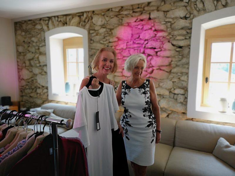 Style-Expertin Hannelore HOELBLING. Parfumerie und Modeboutique verwöhnte die Gäste des exklusiven OBEGG – Best of Südsteiermark Style Day im OBEGG Landhaus. (Foto Hedi Grager)